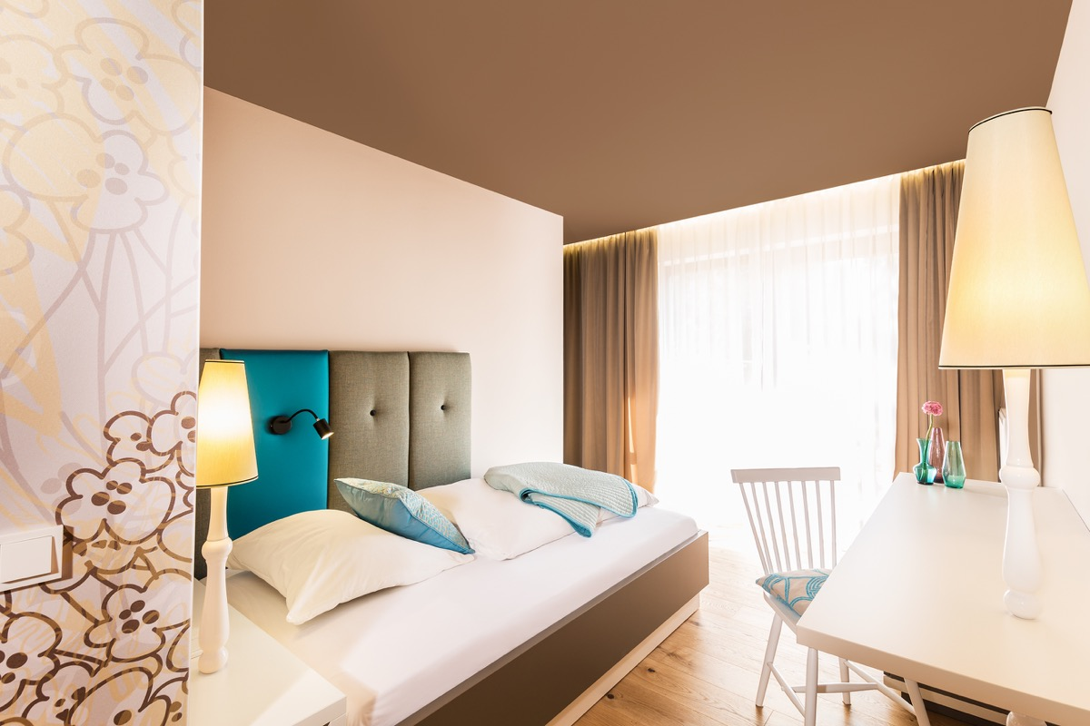 hotelzimmer zum taufstein innenarchitektur raum inhalt d. Black Bedroom Furniture Sets. Home Design Ideas